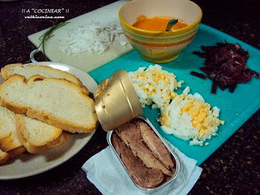 tostas de melva y salmorejo