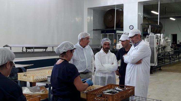 La Junta valora el esfuerzo del sector conservero Conservera de Tarifa