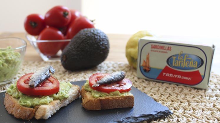 tosta aguacate sardinas en conserva