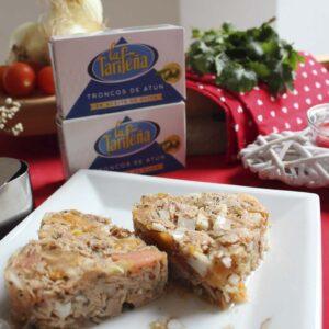 Tartar de troncos de atún en conserva La Tarifeña y tomate