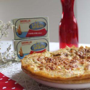 Tarta salada de sardinas en conserva, mozzarella y tomates